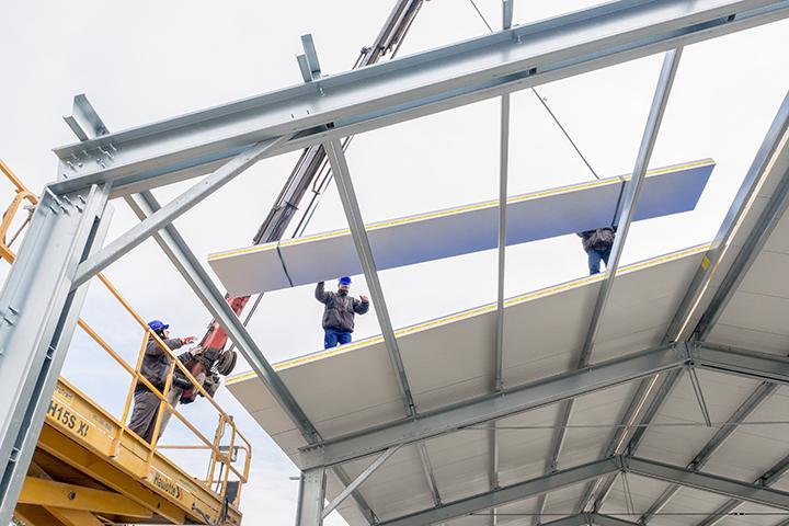 Swedsteel KKV tetőpanel építés