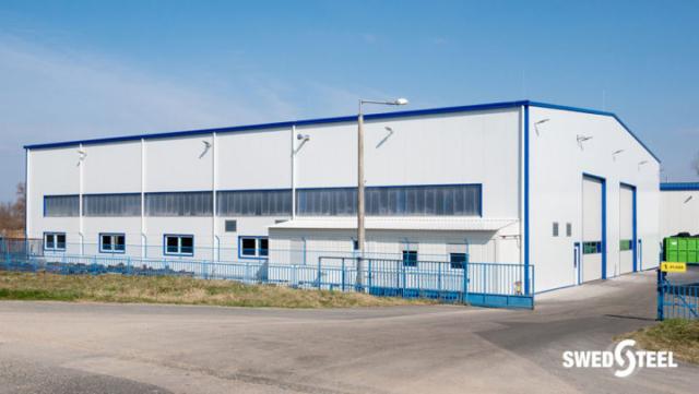 Gyártó és raktárcsarnok hőszigetelt Swedsteel szendvicspanellel