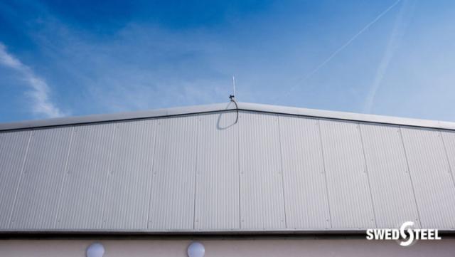 Műfüves futballpálya Swedsteel szendvicspanellel burkolva