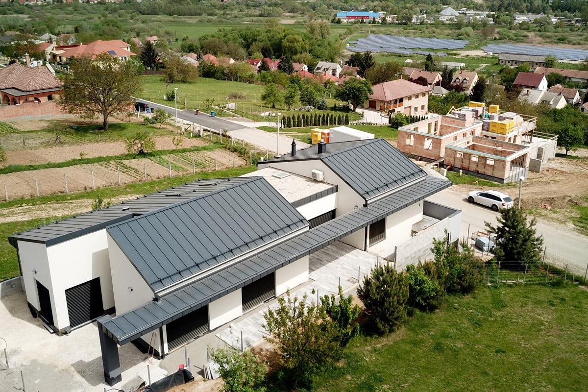 Kaposvári modern épület madártávlatból