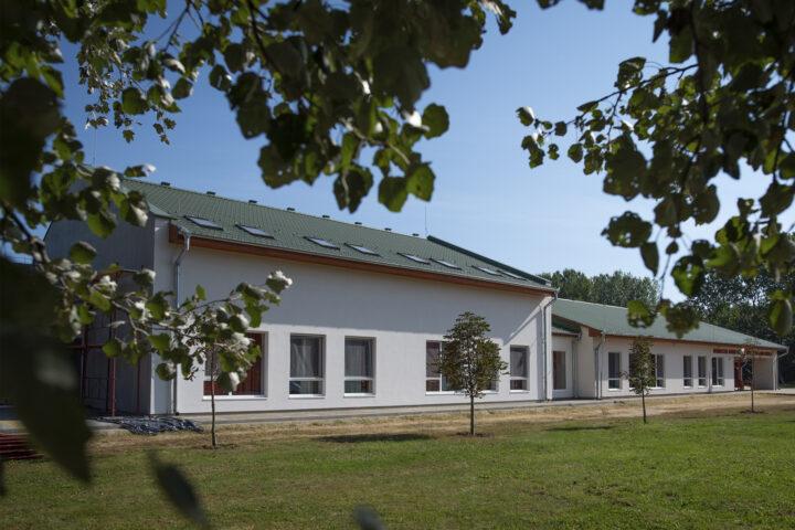 Swedsteel cserepeslemez, fémtető iskola, óvoda tetőfedés